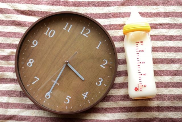 生後1ヶ月のミルクの量と間隔、完ミの場合